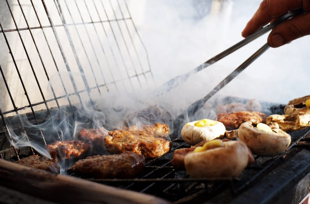Charcoal Grills vs Gas Grills – Charcoal's Classic Taste